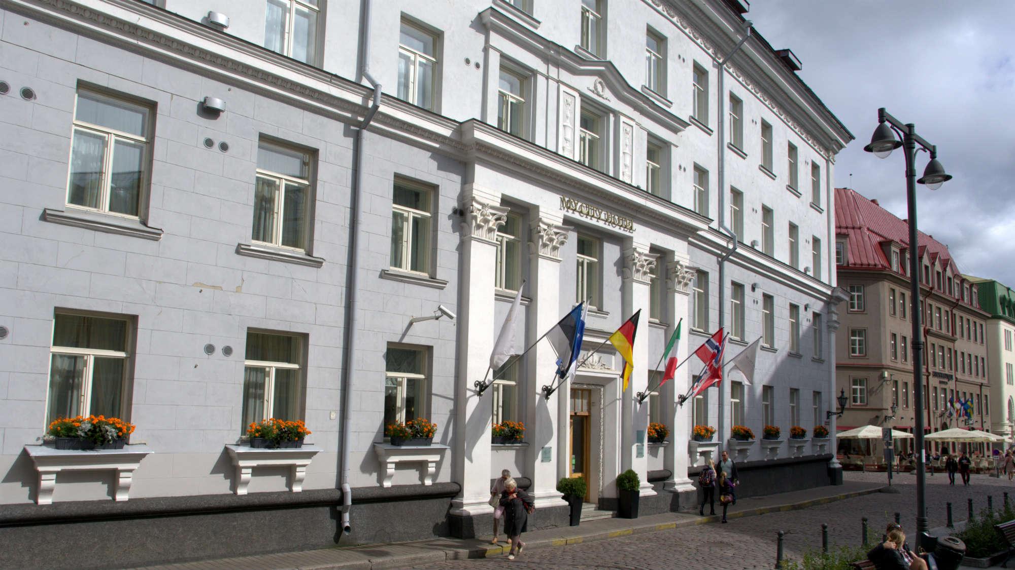 2000X1125_Hotel_MyCity_in Tallinn_facade