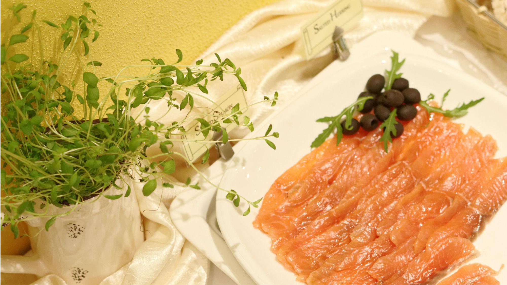 My_City_Hotel_in_Tallinn_restaurant_rich_breakfast