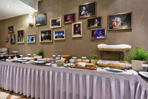 My_City_Hotel_in_Tallinn_restoran_room_breakfast