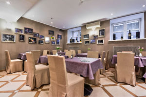 My_City_Hotel_in_Tallinn_restoran_room